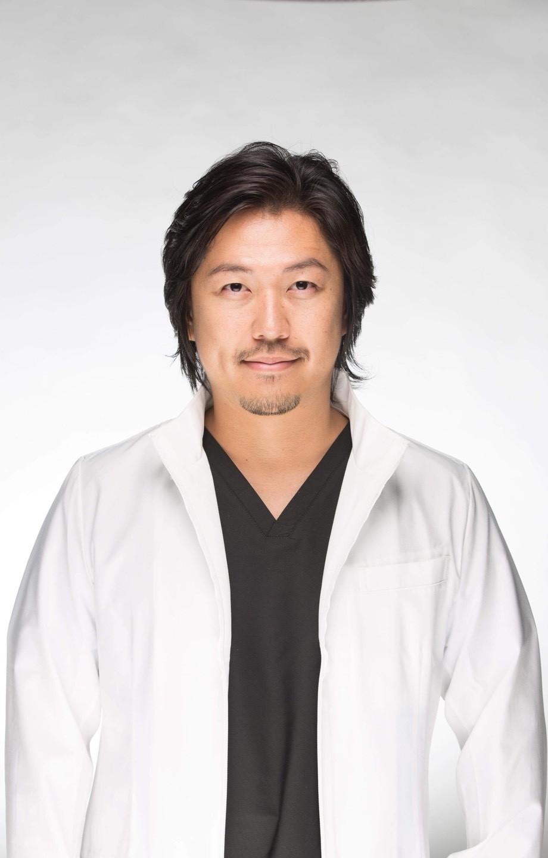 歯科医師:富田大介